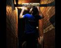Klatrer træner på Beastmaker 1000 hangboardet